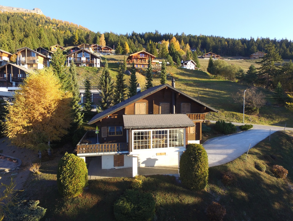 Chalet Moming